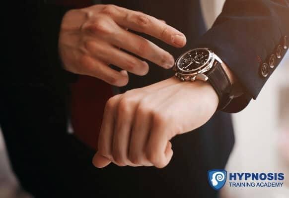 How To Hypnotize Someone – The 60 Second Hypnotist